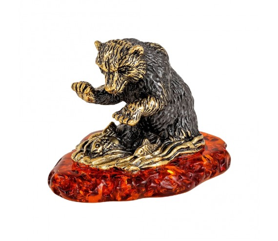 Медвежонок на рыбалке