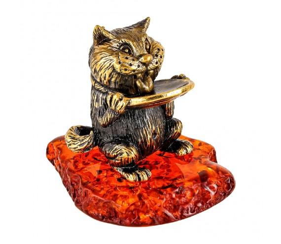 Кот с блюдцем