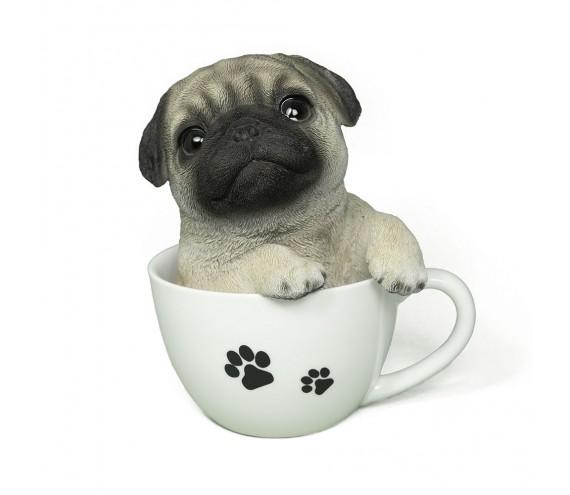 Щенок Мопса в чашке