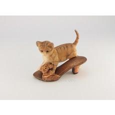 Котёнок с туфелькой