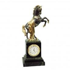 """Часы """"Конь с длинной попоной"""""""